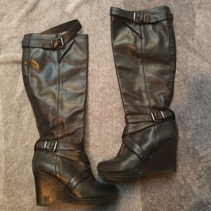 Shoes - Kneelength black strap boots